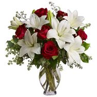 Bouquet of flowers from 7 roses and 2 lilies - flowers and bouquets on 7roz.kiev.ua