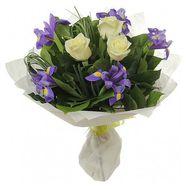 Букет цветов из 3 роз и 8 ирисов - цветы и букеты на 7roz.kiev.ua