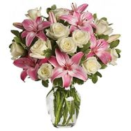 Bouquet of flowers from 13 roses and 2 lilies - flowers and bouquets on 7roz.kiev.ua
