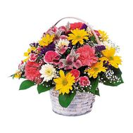 Basket of 4 chrysanthemums, 5 roses, 5 carnations and 3 alstromeries - flowers and bouquets on 7roz.kiev.ua