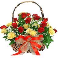Кошик з 25 різнокольорових троянд - цветы и букеты на 7roz.kiev.ua
