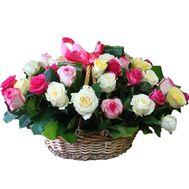 Кошик з 35 різнокольорових троянд - цветы и букеты на 7roz.kiev.ua