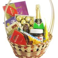 Gift basket with chocolates and champagne - flowers and bouquets on 7roz.kiev.ua