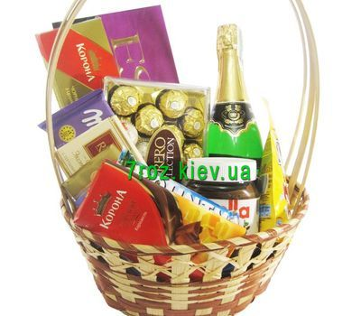"""""""Подарочная корзина с конфетами и шампанским"""" в интернет-магазине цветов 7roz.kiev.ua"""