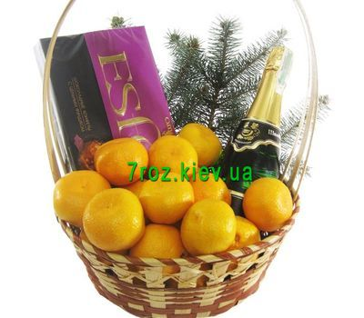 """Gift basket with champagne"" in the online flower shop 7roz.kiev.ua"